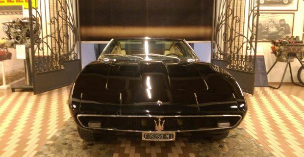 Goldene Ära: Das alte Ghibli-Coupé gehört zu den Klassikern der Marke Maserati. Er hat seine heutige Heimat im Museum der Familie Panini.