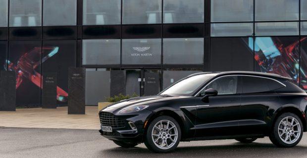 Aston Martin nimmt neue Fabrik für den DBX in Betrieb