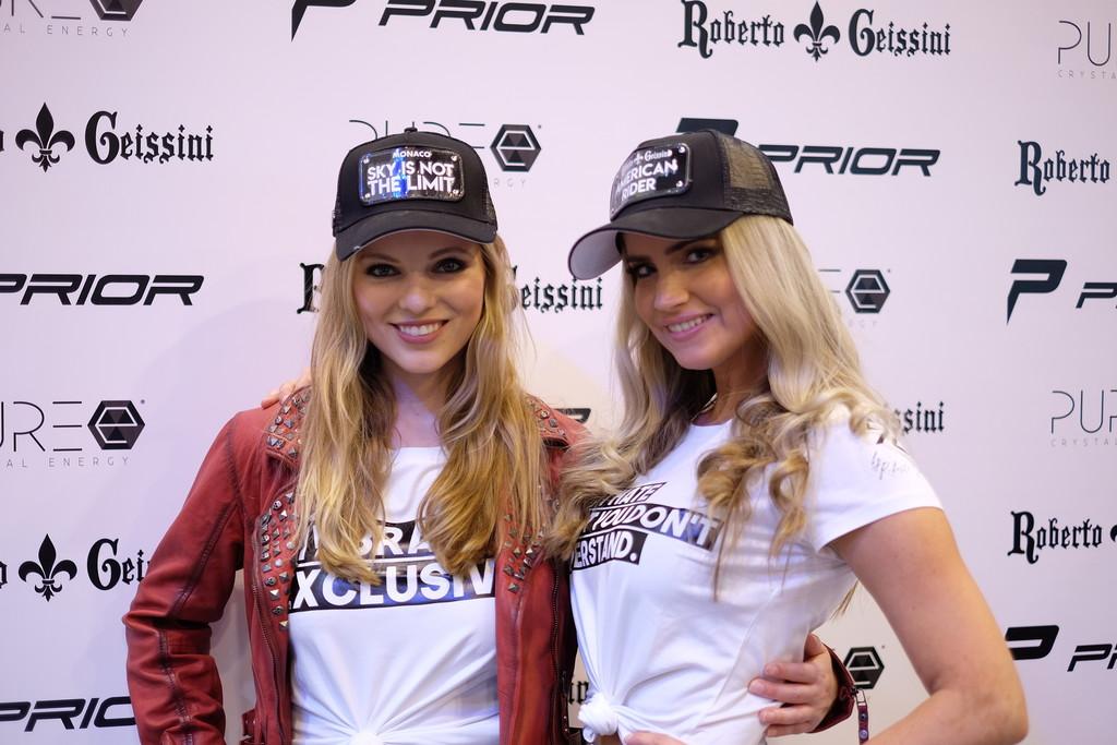 Messegirls auf der Essen Motor Show 2019.