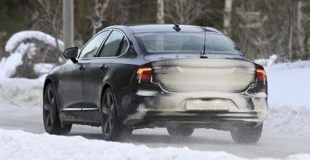 Volvo S90.