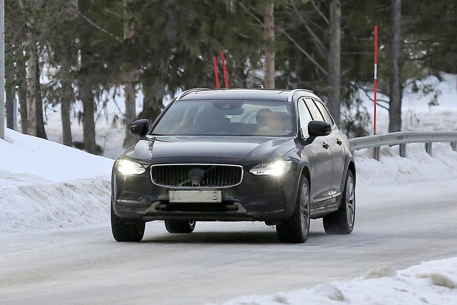 Volvo V90 Cross Country.