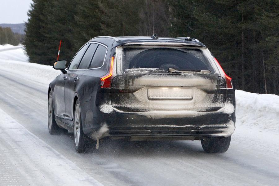 Volvo V90.