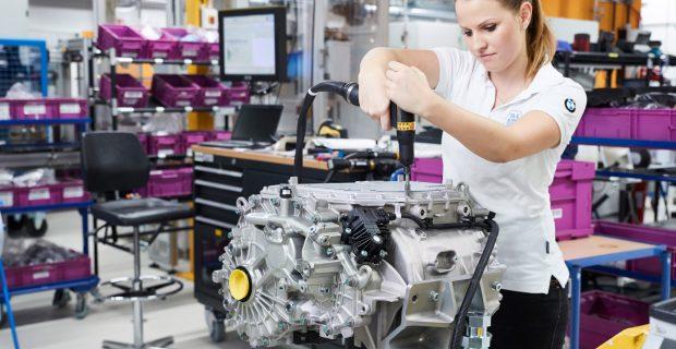 Der Prototypen-Bau: Elektromotor und Hochvoltspeicher werden später in eigenen Fertigungsstätten produziert.
