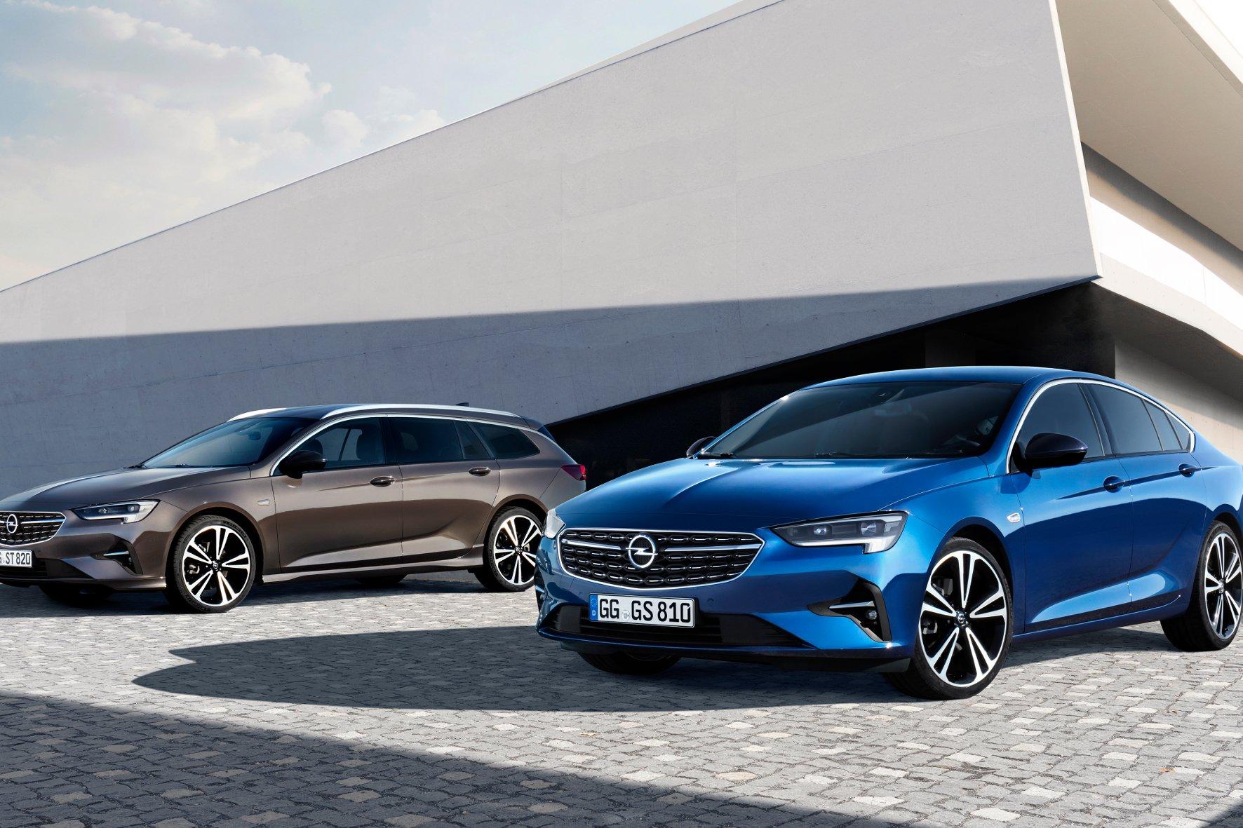 In den Startlöchern: der Opel Insignia Grand Sport (rechts) und der Sports Tourer.