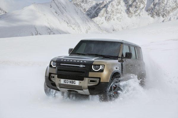Der neue Land Rover Defender ist ein Durchkomm-Fahrzeug - auch auf Schnee.