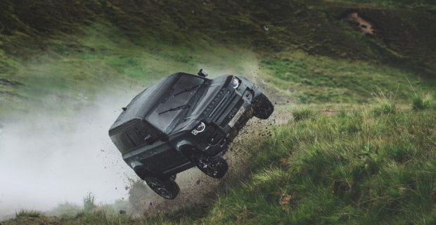 Land Rover lässt Defender springen