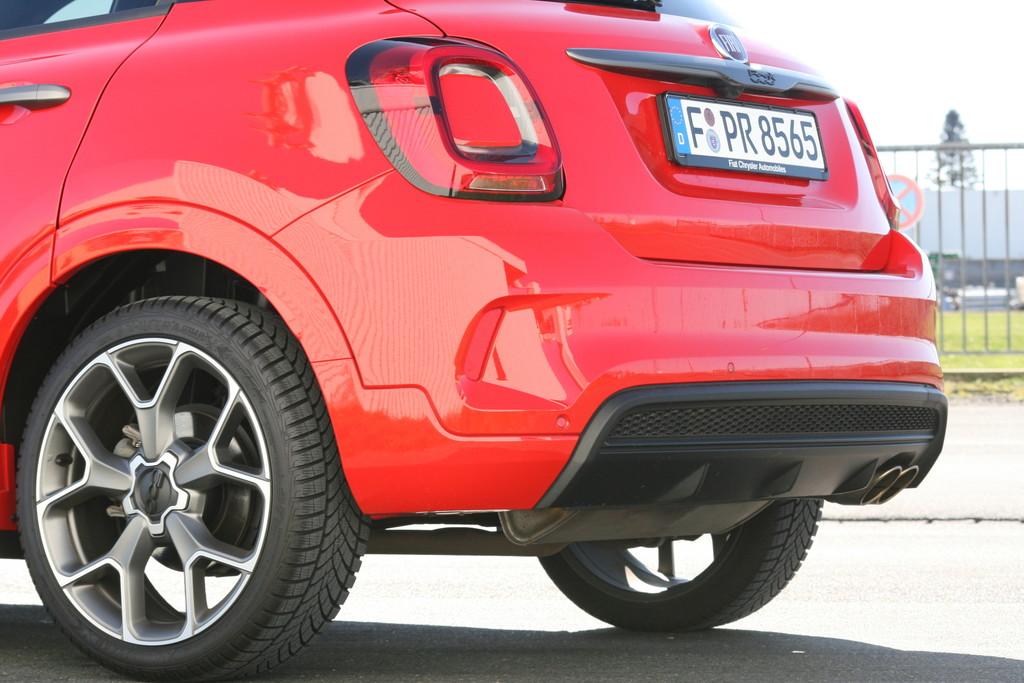 Fiat 500 X Sport.