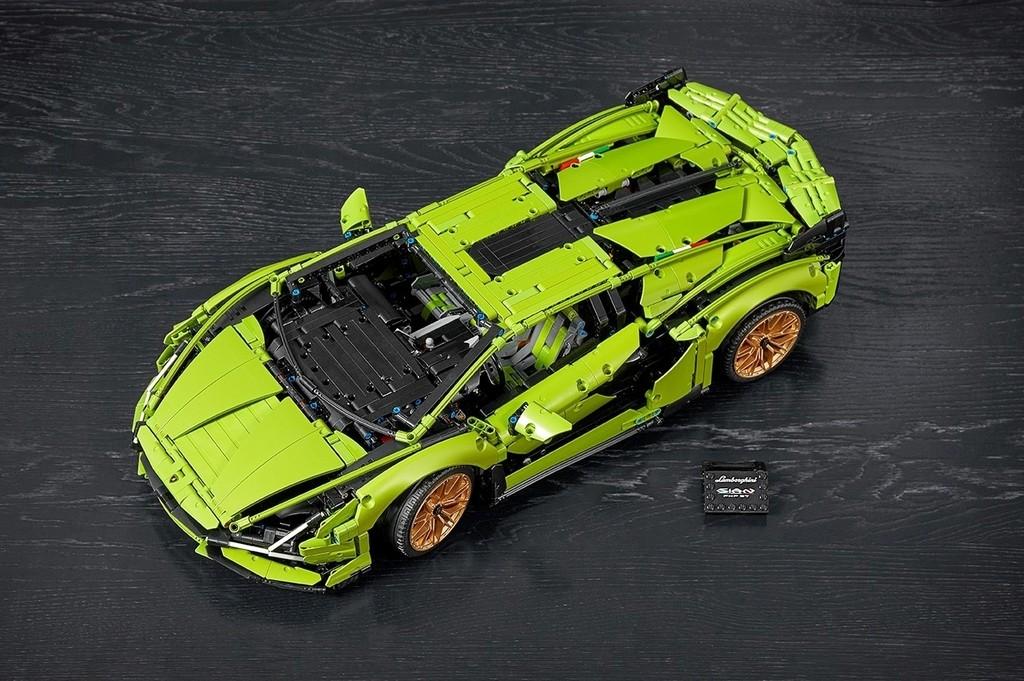 Lamborghini Sián FKP 37 von Lego Technic im Maßstab 1:8.