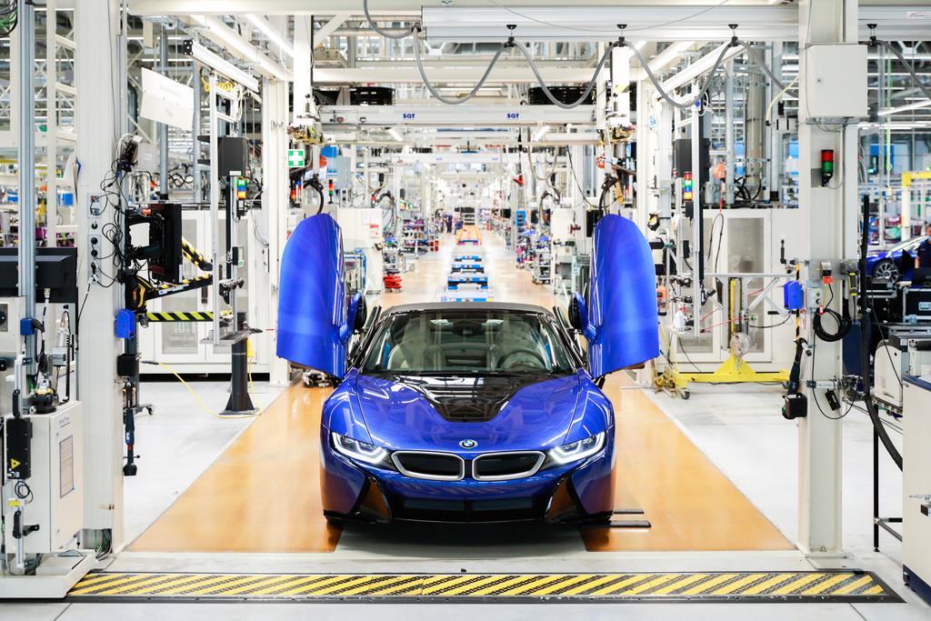 Produktionsende: Der letzte BMW i8 ist ein blauer Roadster.