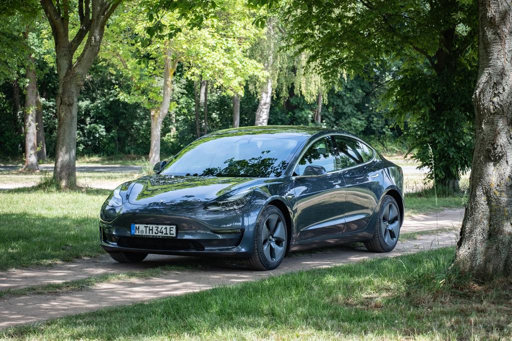 Tesla Model 3 Dual Motor Performance: - Magazin
