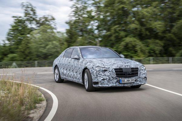 Noch leicht getarnt: Mercedes-Benz S-Klasse.