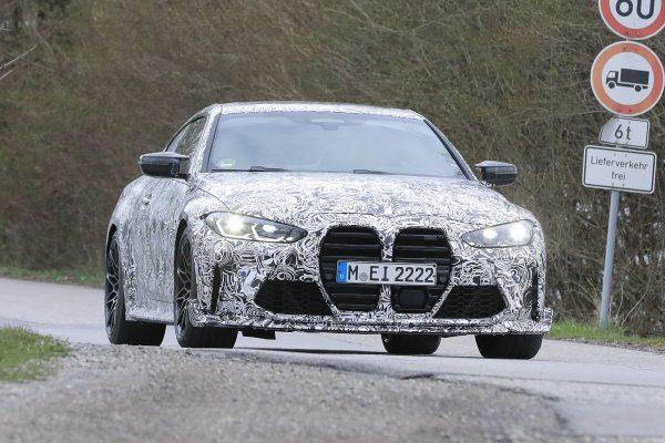 Neuer BMW M4 CSL unter Tarnfolierung