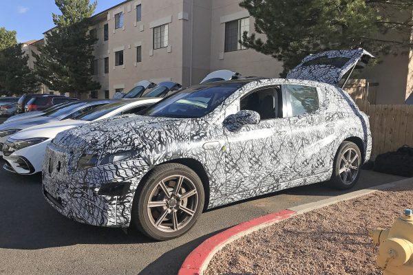 Erster Anblick des eindrucksvollen Mercedes-Benz EQS SUV