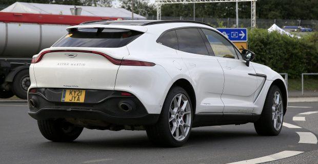 Aston Martin DBX Hybrid 016
